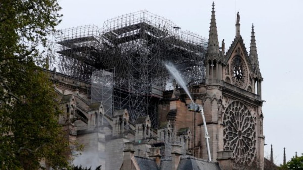 1 billion raised to rebuild Notre Dame. $1 billion raised to rebuild Paris' Notre Dame after fire Nearly $1 billion has already poured in from ordinary worshipp