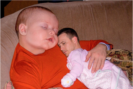 Face Swap. A sleeping baby and a man swap faces... Hysterical!. fl I air' a